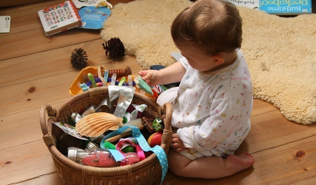 Как научить младенца развлекать себя самостоятельно?