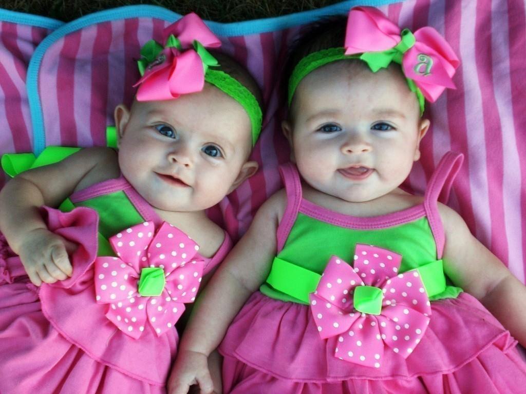 Двойная радость: дети-близнецы звездных родителей