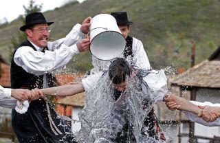 Обливание холодной водой: польза или вред?