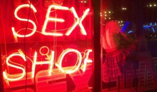 Стоит ли использовать поход в секс шоп для пикантных ощущений?