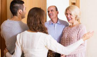 Почему жена сильно любит родителей?