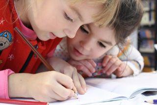 Кто большее должен оказывать влияние на образованность ребенка - родители или учитель?