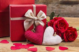 Кто заранее готовит подарки, мужчины или женщины?